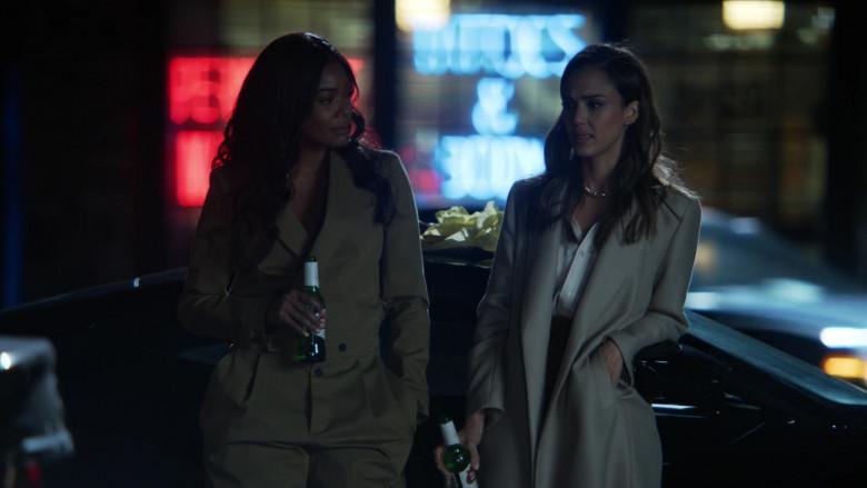 Stella Artois Beer of Gabrielle Union as Syd & Jessica Alba as Nancy McKenna in L.A.'s Finest S02E02 (1)
