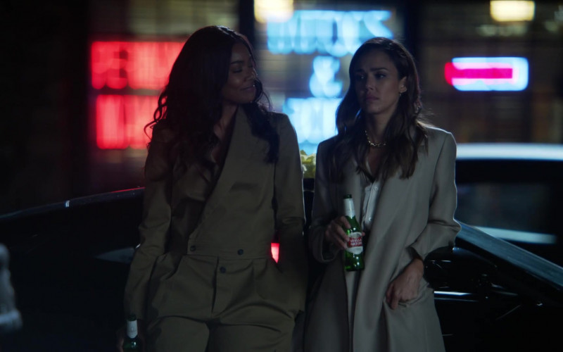 Stella Artois Beer of Gabrielle Union as Syd & Jessica Alba as Nancy McKenna in L.A.'s Finest S02E02 (3)