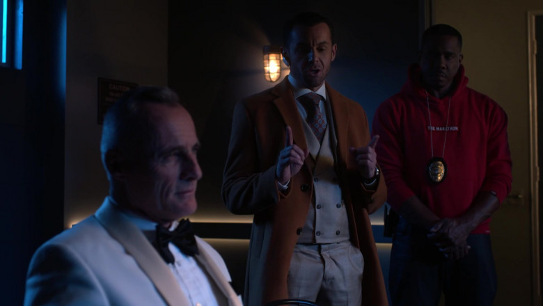 The Marathon Red Hoodie of Duane Martin as Ben Baines in L.A.'s Finest S02E12 (1)