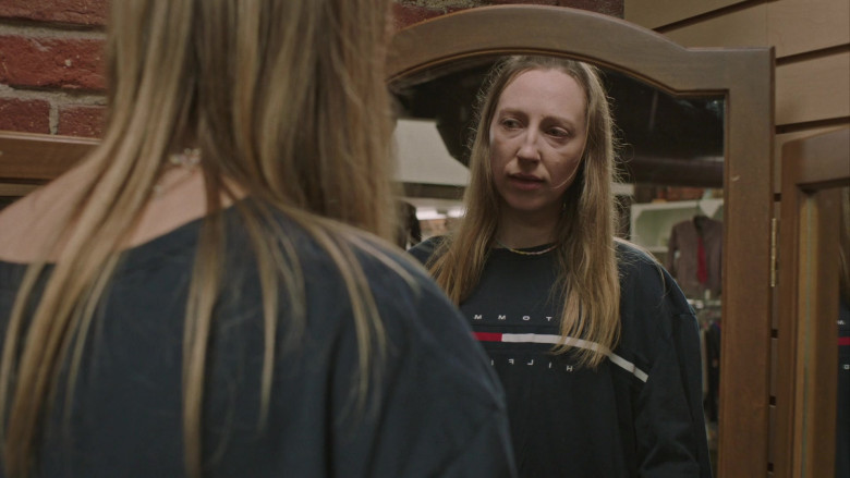 Tommy Hilfiger Tee Outfit of Anna Konkle in PEN15 S02E04 TV Show (2)