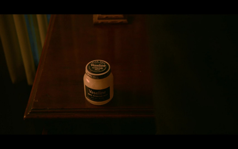 Vaseline in Ratched S01E01 Pilot (2020)