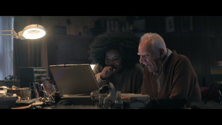 Acer Laptop Used by Susie Wokoma as Helen & Malcolm McDowell as Richard in Truth Seekers S01E06 (2)