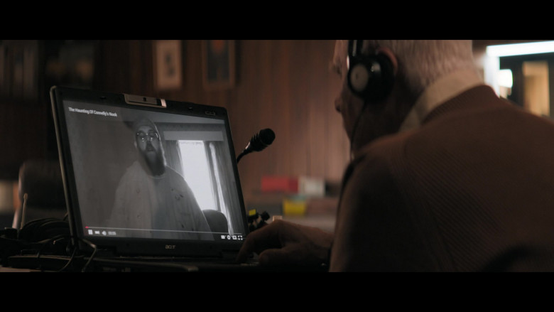 Acer Laptop of Malcolm McDowell as Richard Roberts in Truth Seekers S01E02 (1)