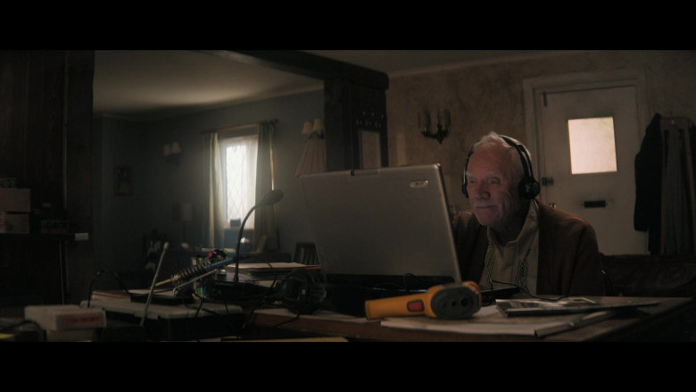 Acer Laptop of Malcolm McDowell as Richard Roberts in Truth Seekers S01E02 (2)