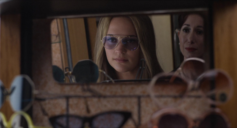 Alicia Vikander as Gloria Steinem Wears Ray-Ban Shooter Eyeglasses in The Glorias Movie (2)