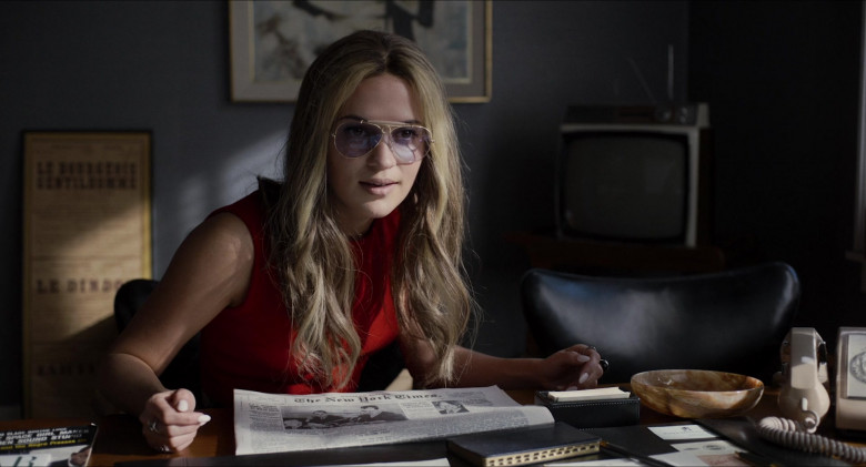 Alicia Vikander as Gloria Steinem Wears Ray-Ban Shooter Eyeglasses in The Glorias Movie (3)