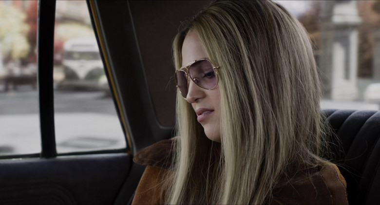 Alicia Vikander as Gloria Steinem Wears Ray-Ban Shooter Eyeglasses in The Glorias Movie (4)