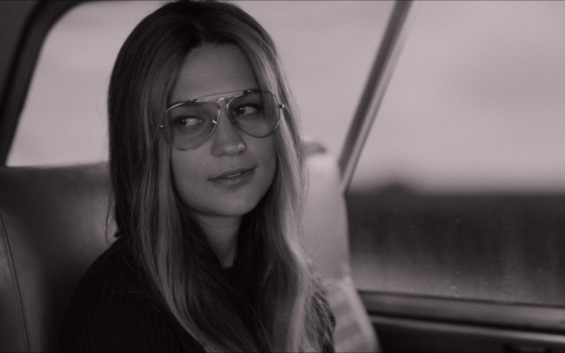 Alicia Vikander as Gloria Steinem Wears Ray-Ban Shooter Eyeglasses in The Glorias Movie (7)