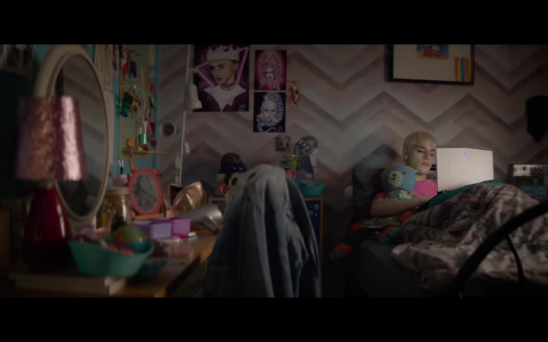 Alienware Laptop of Max Harwood as Jamie New in Everybody's Talking About Jamie (2021)