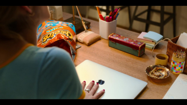 Apple MacBook Air Laptop and Cheetos Snack of Emma Roberts as Sloane in Holidate Movie (3)