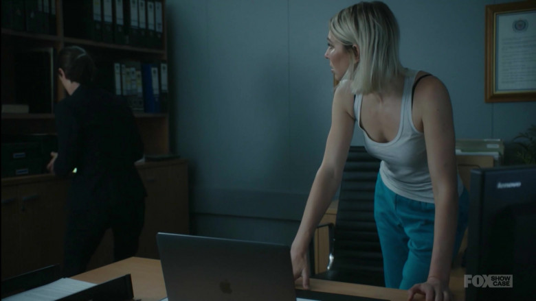 Apple MacBook Laptop in Wentworth S08E10 Enemy Within (2020)
