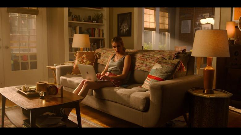 Apple MacBook Laptop of Actress Emma Roberts as Sloane in Holidate Netflix Movie