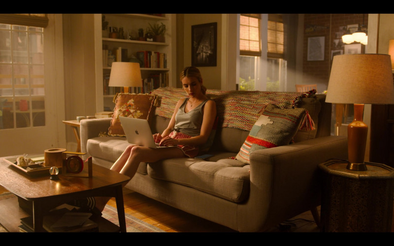 Apple MacBook Laptop of Actress Emma Roberts as Sloane in Holidate Netflix Movie