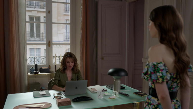 Apple MacBook Laptop of Actress Philippine Leroy-Beaulieu as Sylvie in Emily in Paris S01E03 (1)