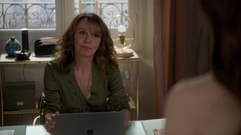 Apple MacBook Laptop of Actress Philippine Leroy-Beaulieu as Sylvie in Emily in Paris S01E03 (2)