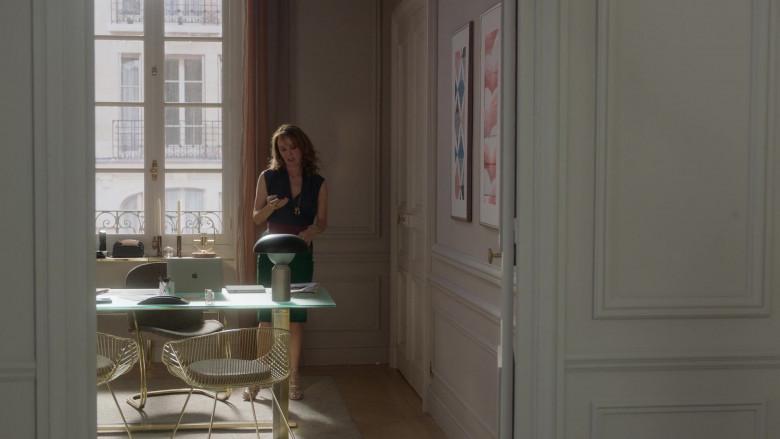 Apple MacBook Laptop of Philippine Leroy-Beaulieu as Sylvie in Emily in Paris S01E05