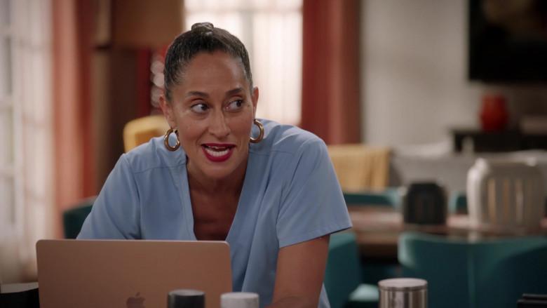 Apple MacBook Laptop of Tracee Ellis Ross as Dr. Rainbow 'Bow' Johnson in Black-ish S07E02