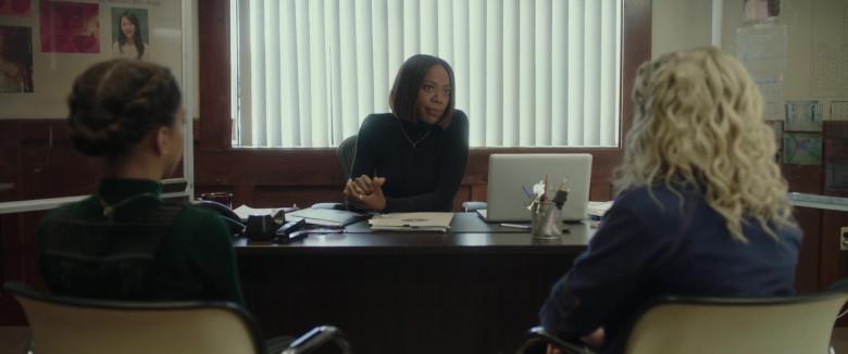 Apple MacBook Laptop of Yvonne Orji in Spontaneous Movie (1)