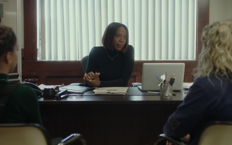 Apple MacBook Laptop of Yvonne Orji in Spontaneous Movie (1)