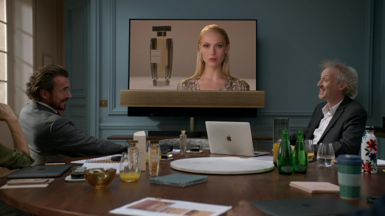 Apple MacBook Laptops Used by Actors in Emily in Paris S01E03 Sexy or Sexist (2)