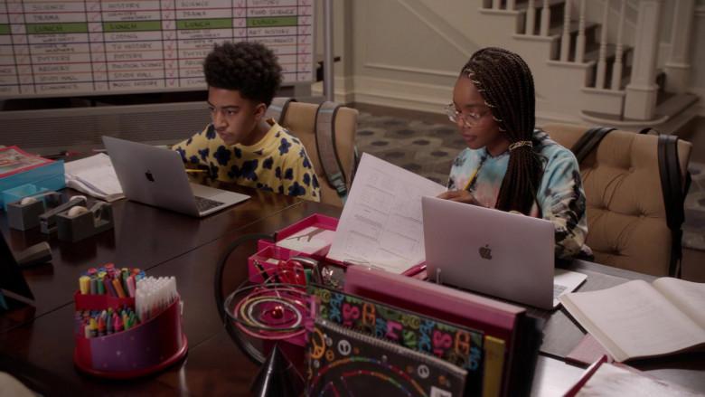 Apple MacBook Laptops of Miles Brown and Marsai Martin in Black-ish S07E02 (2)