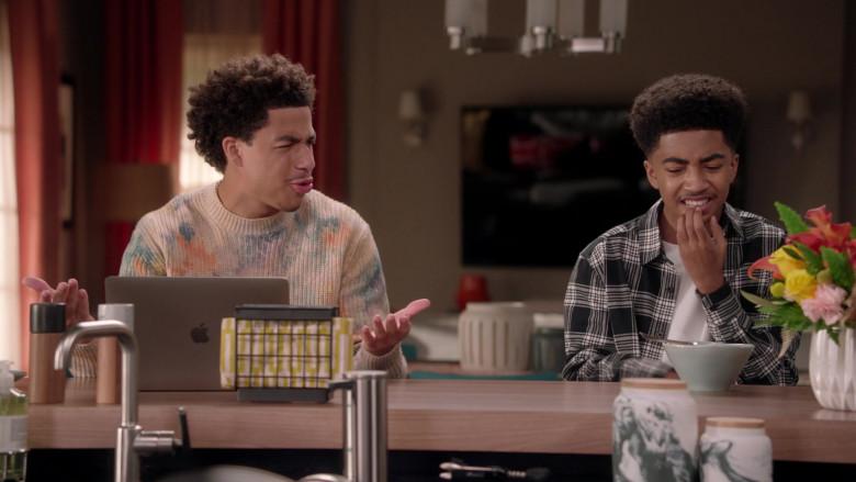 Apple MacBook Pro Laptop of Marcus Scribner as Junior in Black-ish Season 7 TV Show (4)