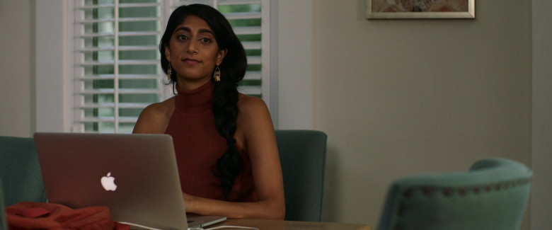 Apple MacBook Pro Laptop of Sunita Mani as Pallavi in Evil Eye Movie (3)