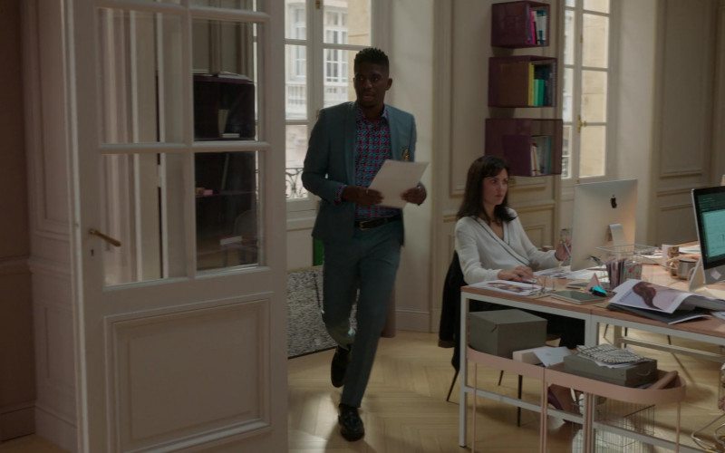 Apple iMac Computers in Emily in Paris S01E07 (1)