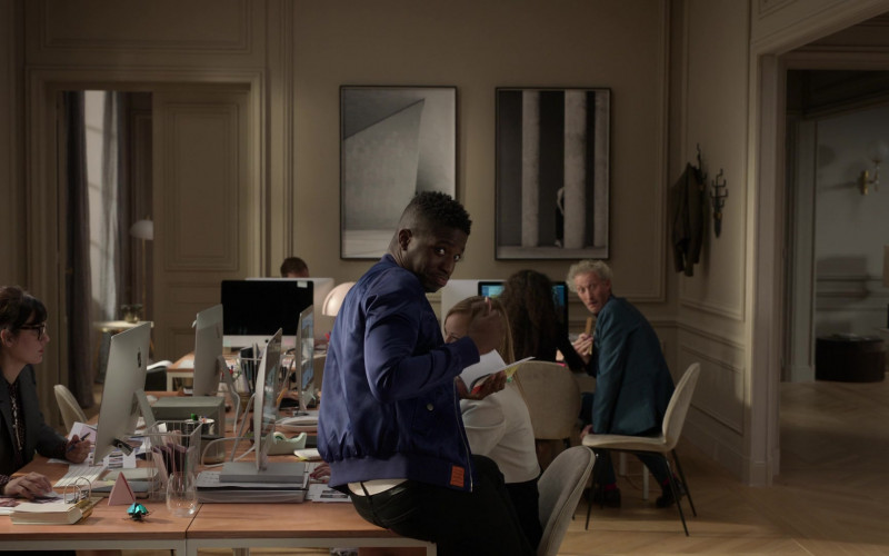 Apple iMac Computers in Emily in Paris S01E10 Cancel Couture (2020)