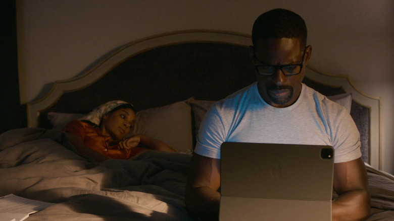 Apple iPad Tablet of Sterling K. Brown as Randall Pearson in This Is Us S05E01 (1)
