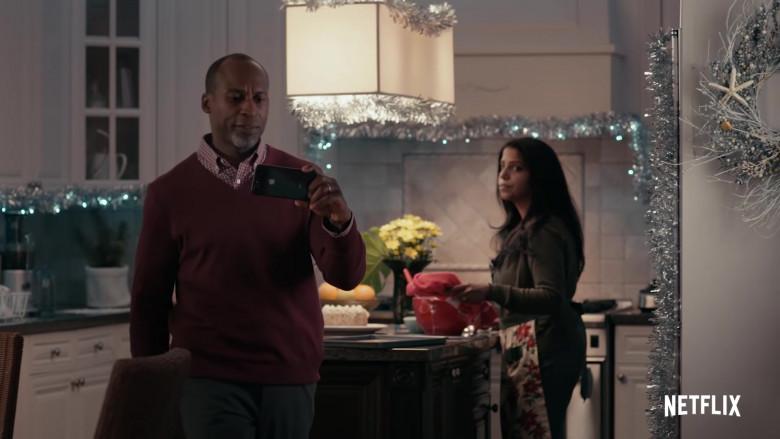 Apple iPhone Smartphone of Jeff Joseph as General Hatcher in Operation Christmas Drop (2020)