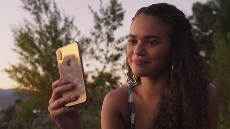 Apple iPhone Smartphone of Madison Pettis as Annie in American Pie Presents Girls' Rules (3)