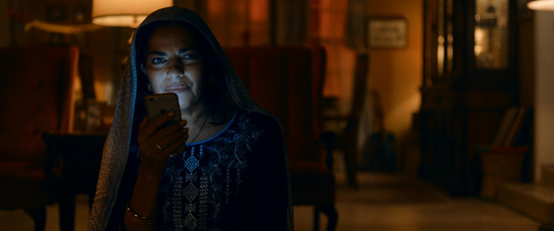 Apple iPhone Smartphone of Sarita Choudhury as Usha in Evil Eye (2020)