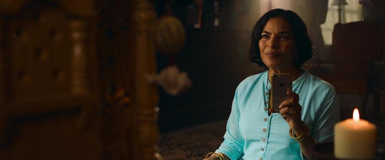Apple iPhone Smartphone of Sarita Choudhury as Usha in Evil Eye Movie (4)