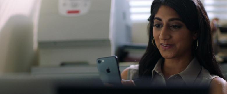 Apple iPhone Smartphone of Sunita Mani as Pallavi in Evil Eye Movie (3)