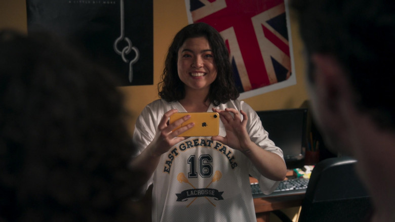 Apple iPhone Yellow Smartphone of Piper Curda as Kayla in American Pie Presents Girls' Rules (2)