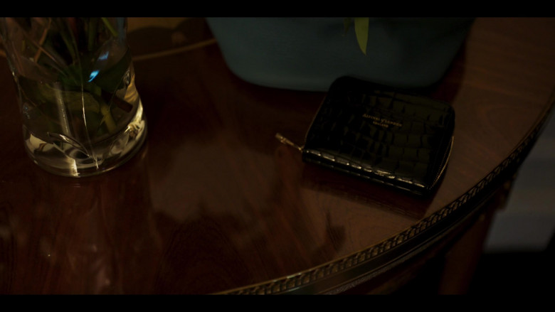 Aspinal of London Wallet of Julia Stiles as Georgina Marjorie Clios in Riviera S03E08 (2020)