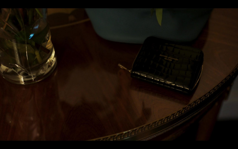 Aspinal of London Wallet of Julia Stiles as Georgina Marjorie Clios in Riviera S03E08 (2020)