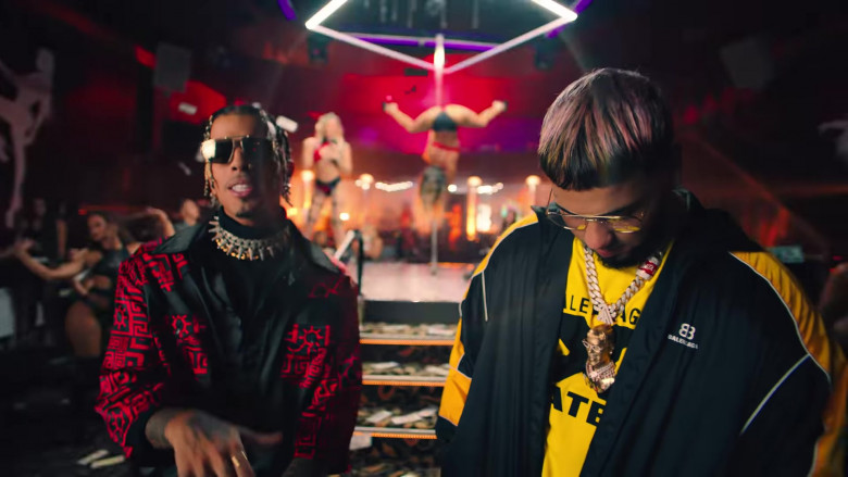 """Balenciaga Jacket Outfit of Anuel AA in """"Reloj"""" Music Video Clip (2)"""