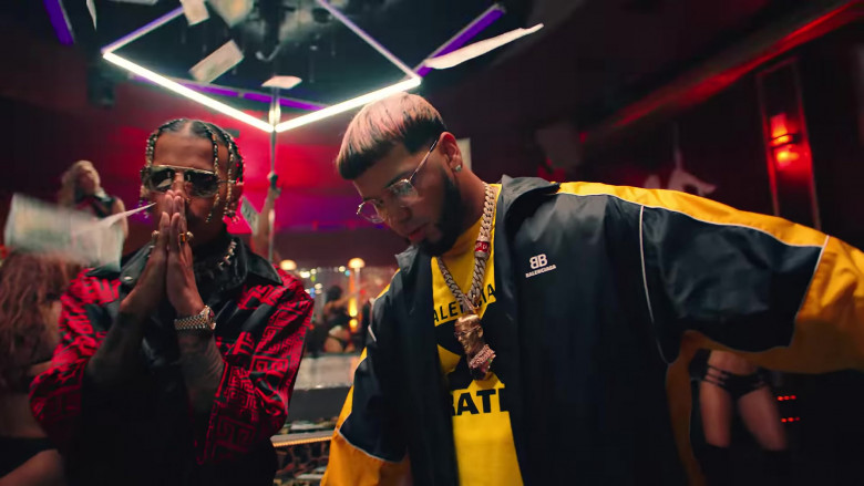 """Balenciaga Jacket Outfit of Anuel AA in """"Reloj"""" Music Video Clip (4)"""