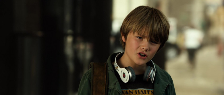 Beats Headphones of Dakota Goyo as Max Kenton in Real Steel (1)