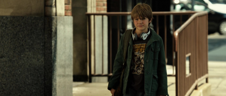 Beats Headphones of Dakota Goyo as Max Kenton in Real Steel (2)