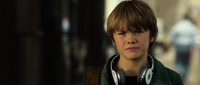 Beats Headphones of Dakota Goyo as Max Kenton in Real Steel (3)