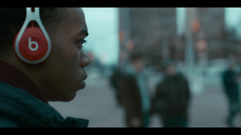 Beats Wireless Headphones of Maliq Johnson as Jayson Jackson in Grand Army S01E04 (1)