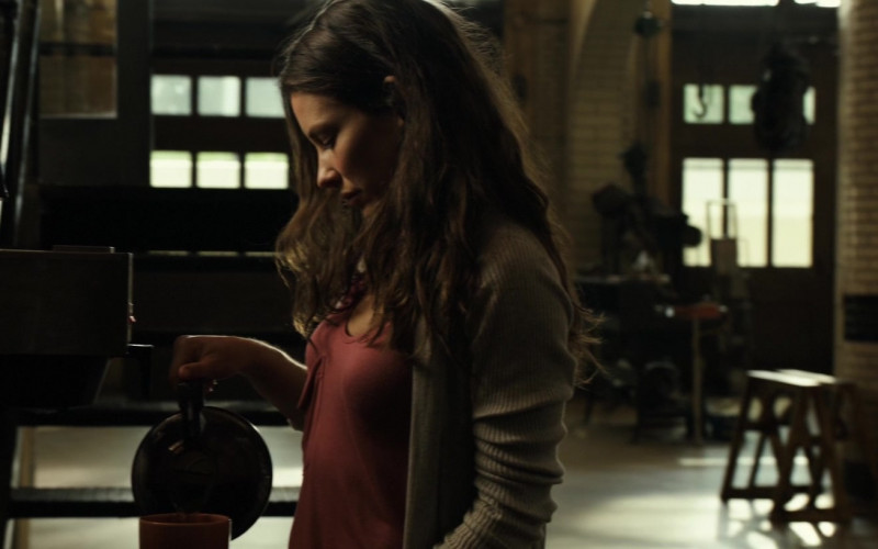Bunn Coffee Machine Used by Evangeline Lilly as Bailey Tallet in Real Steel (2011)