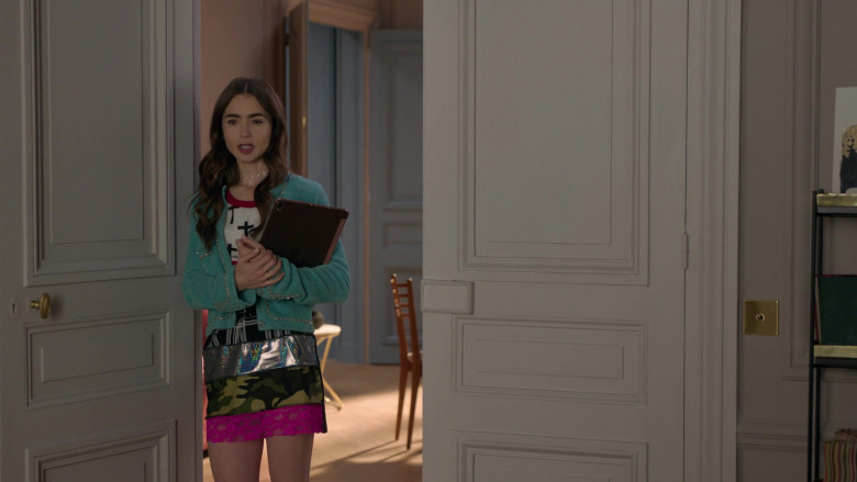 Chanel Green Jacket Outfit of Lily Collins in Emily in Paris S01E02 Netflix TV Show (3)