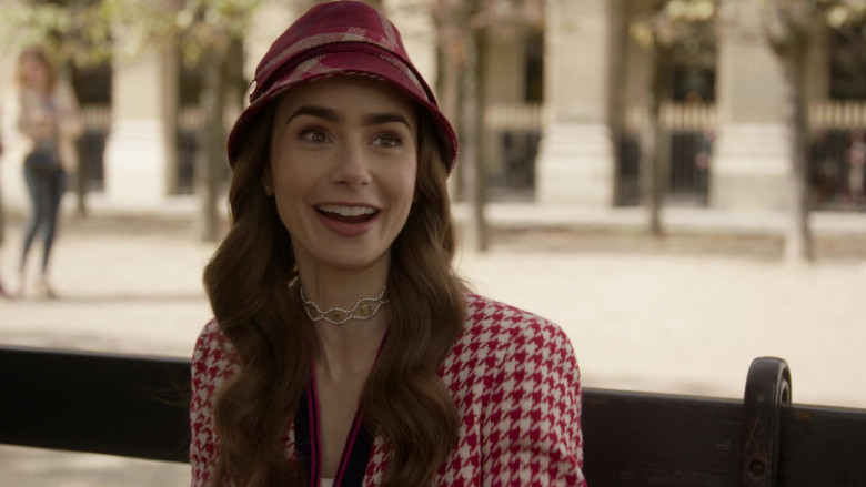 Chanel Necklaces of Lily Collins in Emily in Paris S01E06 (2)
