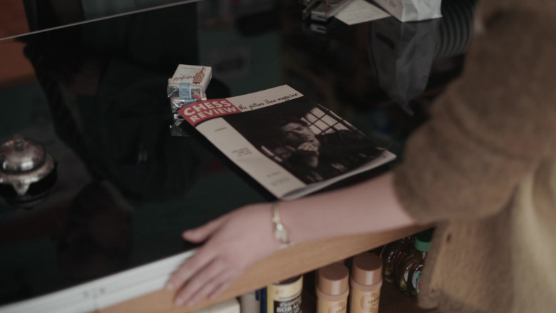Chesterfield Cigarettes of Anya Taylor-Joy as Beth Harmon in The Queen's Gambit Episode 5 (1)