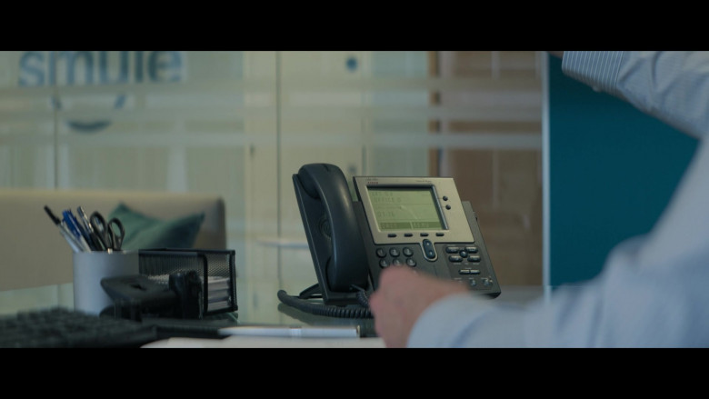 Cisco Phone of Simon Pegg as Dave in Truth Seekers S01E05 The Ghost of the Beast of Bodmin (2020)