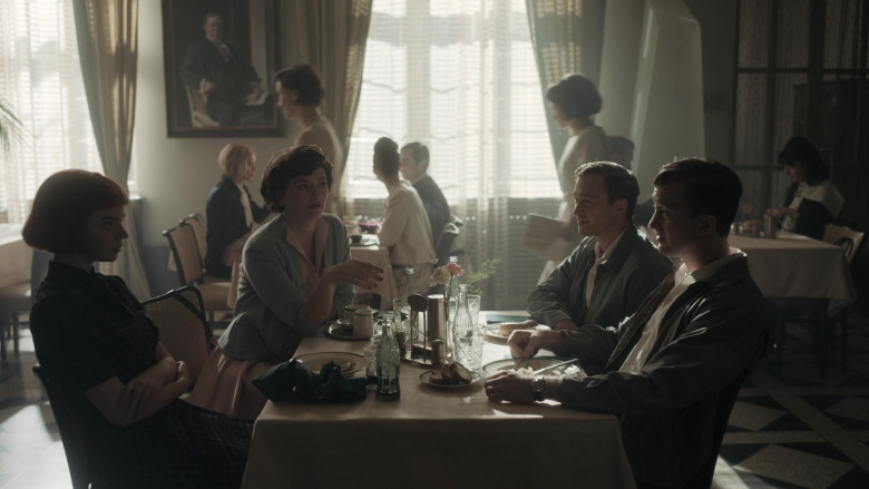 Coca-Cola Soda Bottle of Anya Taylor-Joy as Beth Harmon in The Queen's Gambit Episode 3 (1)